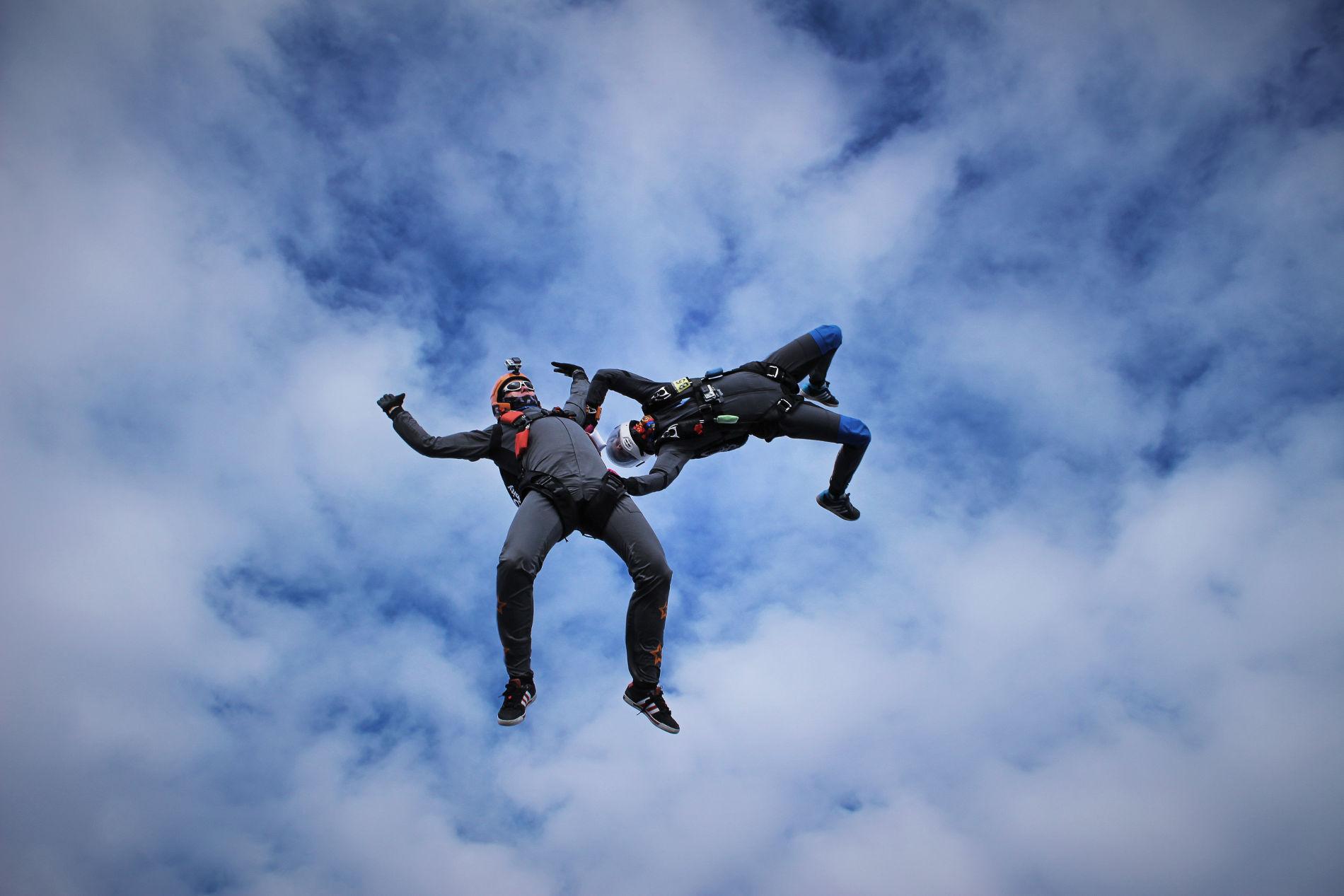 Pokročilý AFF zoskok s jedným inštruktorom